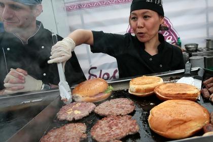 Уровень жизни россиян оценили с помощью бургера