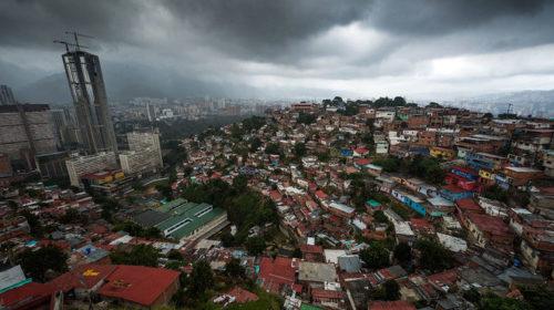 Без инвестиций и внешних кредитов Венесуэла потеряла $350 млрд