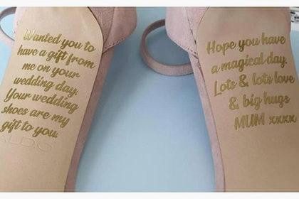 Невеста нашла тайное послание от погибшей матери на свадебных туфлях