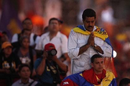 Мадуро решил помолиться ради включения электричества
