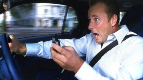 Использование смартфонов за рулем опаснее пьянства