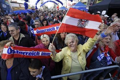 Вице-канцлера Австрии потребовали отправить в отставку из-за сделки с россиянкой