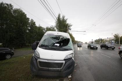 Авария с маршруткой и мусоровозом произошла в Челябинской области