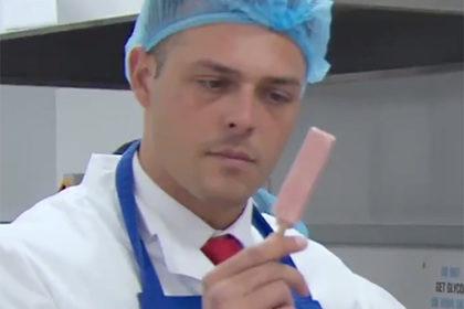 Участники шоу сделали пенисы на палочке вместо мороженого и рассмешили зрителей