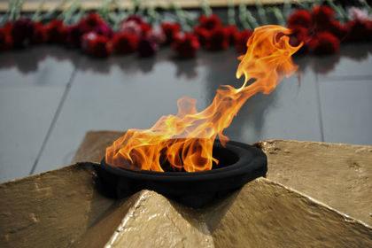 Вандалы забросали землей Вечный огонь в Приморье