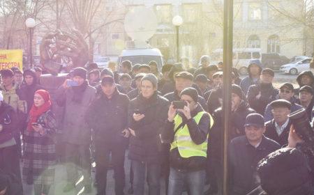 В Актобе аграрии провели санкционированный митинг