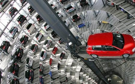 Продажи автомобилей в России падают