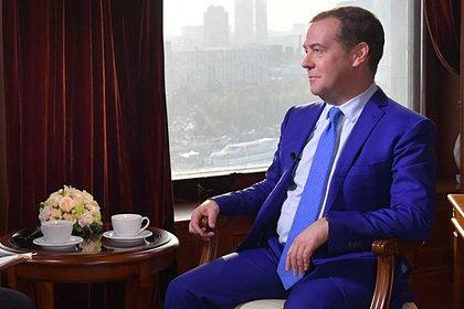 Медведев сравнил цены на интернет в России и США