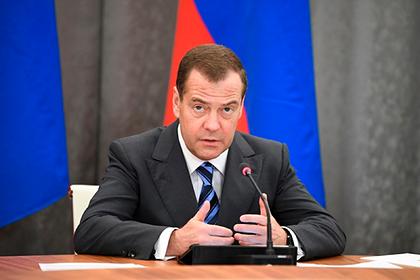 Медведев потребовал доступных кредитов для россиян