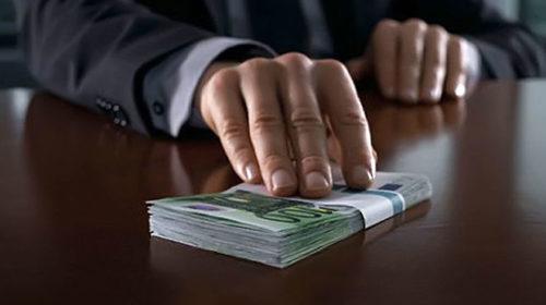 Украина заметно опустилась в рейтинге восприятия коррупции