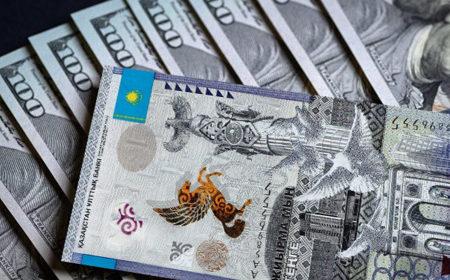 Доллар продается в обменниках по 382 тенге