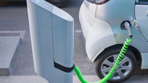На главных трассах Украины появятся зарядные станции для электромобилей