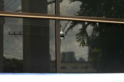 Мужчина поссорился с семьей и 40 раз выстрелил в толпу в Таиланде