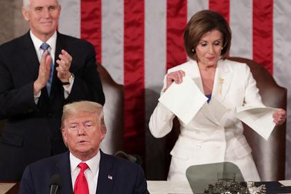 Сторонник импичмента Трампа разорвала его речь из-за непожатой руки