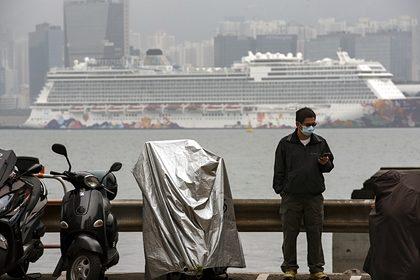 Еще десятки человек заразились коронавирусом на изолированном лайнере