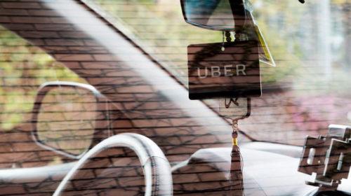 Не только медики. Uber рассказал, кого и где будет возить бесплатно