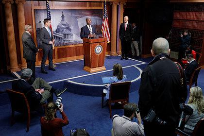 Сенат США выделил на помощь экономике два триллиона долларов
