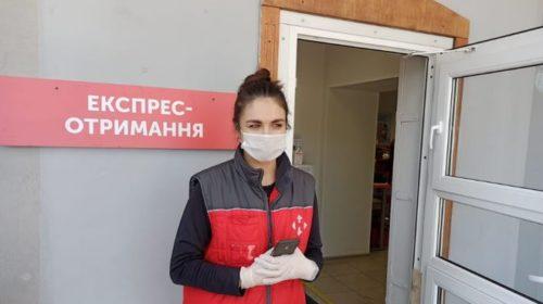 Возле отделений Новой почты начали работать администраторы