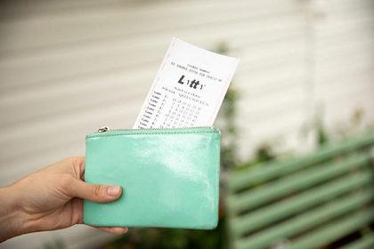 Выигрышный лотерейный билет четыре месяца лежал на дне дамской сумочки
